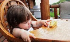 Bērns aizrijies ar ēdienu vai svešķermeni: vecāku pareizā rīcība