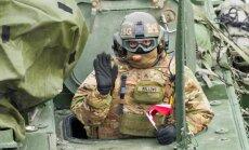 На Вентспилсском пляже выгружается американская военная техника