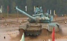 Krievijā notiek pasaulē pirmais tanku biatlons