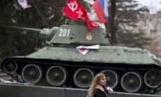 Aģentūras AP filmēšanas grupai Simferopolē atņem aprīkojumu