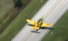 Video: lidmašīna veic piespiedu nosēšanos uz šosejas Floridā