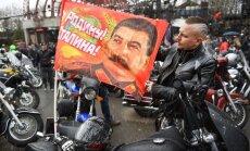 'Par Dzimteni, par Staļinu': Krievijas motociklisti sāk braucienu uz Berlīni