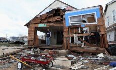 Vētra 'Sendija': desmitiem tūkstoši ņujorkiešu salā palikuši bez mājām