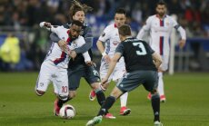 Ajax Lasse Schone vs Lyon Alexandre Lacazette