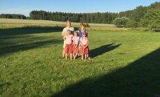 Kā Zommeru ģimene gatavo skolai savas trīnītes