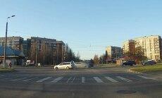 Avārija Deglava ielā: iespējams, vainīga 'Ford Focus' autovadītāja