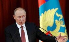 Putins piedāvājis Trampam sarīkot referendumu Donbasā, ziņo 'Bloomberg'