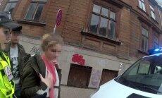 Policists ārpus darba laika ziņo kolēģiem par nepilngadīgu narkotiku tirgoni