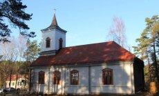 Apdrošinātāji atlīdzina nodegušās Siguļu baznīcas celtniekiem; dievnamu cels citviet
