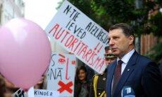 Deputāti plāno izskatīt priekšlikumus par aizliegumu ziedot olšūnas nedzemdējušām sievietēm
