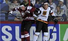 Latvijas hokejisti nepilnu diennakti pēc pirmās uzvaras dodas otrajā kaujā