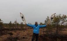'Ģeogrāfu mafijas' uzņēmums ar sniega kurpēm izbrien Latvijas purvus