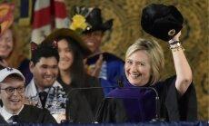 Хиллари Клинтон похвасталась шапкой-ушанкой