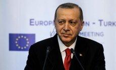 Turcija neizraidīs Krievijas diplomātus 'apgalvojumu dēļ', paziņo Erdogans