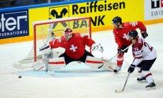 Latvijas hokejisti dramatiskā deviņu vārtu 'trillerī' zaudē Šveicei