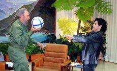 """Марадона назвал Фиделя Кастро своим """"вторым отцом"""""""