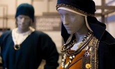 Foto: 'Latviskās dvēseles raksti' – krāšņa tautastērpu un etnogrāfijas izstāde Cēsīs