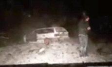 Video: Ropažos jaunietis ar VW driftē un ietriecas kokā