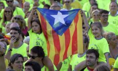 Spānijas valdība bažījas par spriedzes pieaugumu pēc demonstrācijas Katalonijā