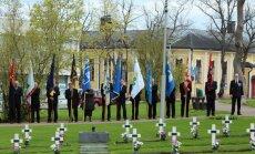 Somijā par godu Ziemas karā kritušajiem plīvo karogi