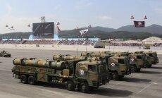 Dienvidkoreja demonstrē šaušanai uz Ziemeļkoreju radītas raķetes