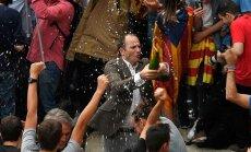 Foto: Katalāņi Barselonas ielās svin neatkarību; spāņi protestē