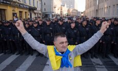 Foto: 'Miera maršs' – tūkstošiem demonstrantu iziet Maskavas ielās un kritizē Kremļa varu