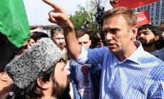 Policija atbrīvojusi protesta akcijā Maskavā aizturēto Alekseju Navaļniju