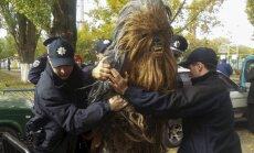 Ukrainas vēlēšanās policija arestē 'Zvaigžņu karu' tēlu