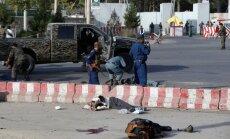 Kabulas lidostā terorists pašnāvnieks nogalina 14 cilvēkus