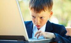 Pētījums: zēni internetā ir spēlmaņi un palaidņi, bet meitenes – pļāpas