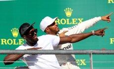 Hamiltons uzvar ASV un vēl vairāk pietuvojas F-1 čempiona titulam; 'Mercedes' iegūst Konstruktoru kausu