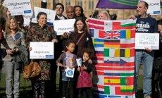 Simtiem ES pilsoņu demonstrācijā Londonā pieprasa garantētas tiesības pēc 'Brexit'