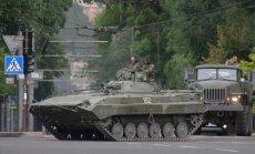 No Krievijas Ukrainā iekļūstošu tehniku iznīcinās artilērija un aviācija, paziņo ministrija