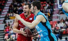 Visu Latvijas basketbolistu pārstāvētās komandas uzvar Spānijas čempionāta spēlēs; Kurucs debitē