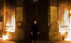 Krievu performanču mākslinieks aizdedzina Francijas Bankas filiāles fasādi