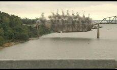 Video: Kā ASV likvidē 100 gadus vecu tiltu