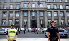 ФОТО: Медики и работники культуры вышли на протест к зданию правительства