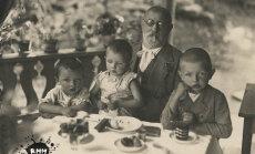 Vēsturiski foto: Latvijas kultūras leģendas pie baltiem galdautiem