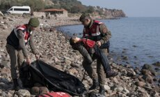 Turcijas piekrastē nogrimst bēgļu laiva; bojā iet vismaz 40 cilvēki