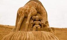 Foto: Smilšu skulptūru festivālā Jelgavā noskaidroti krāšņākie darbi