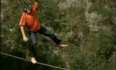 Mēģinot izlidot cauri klinšu spraugai, Kalifornijā iet bojā ekstrēmais sportists Poters