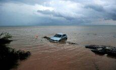 Grieķijā trešo dienu pēc kārtas plosās pērkona negaiss; plūdos vairāki bojāgājušie