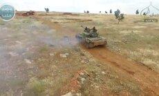 Drona video: Kā sunnītu džihādisti Sīrijā pārņem irāņu šiītu kontrolētu ciemu