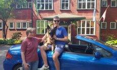 Neredzīgo Georgu ar mammu tiesu izpildītāji Jūrmalā izliek uz ielas