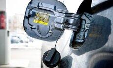 BMW vadītājs ielej vairāk nekā 80 litrus degvielas un aizlaižas