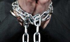 Aizdomās par 'vergu' vervēšanu darbam Lielbritānijā aiztur četrus Latvijas valstspiederīgos