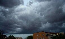 Otrdien Latvijā debesis klās mākoņi