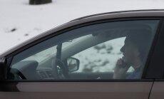 Kalifornijā šoferiem braukšanas laikā ļauj telefonos pētīt mobilās aplikācijas