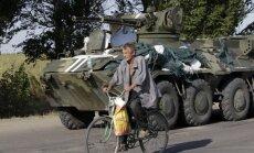 Krievija uz Ukrainu pārvieto Krimā sagrābto tehniku; bažas par provokācijām